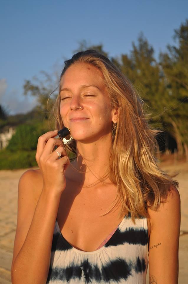 Thanh thoa chống nắng Protect Honey Girl Organics 9.7ml
