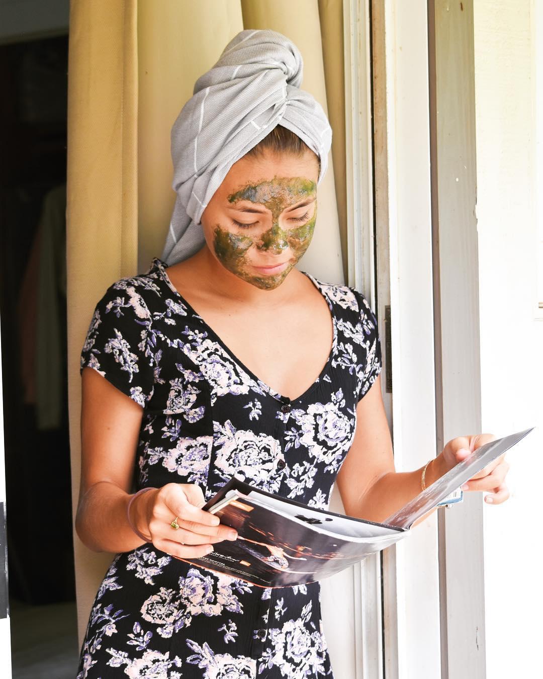 Kem mặt nạ trẻ hoá da đất sét xanh và tảo Honey Girl Organics 50ml